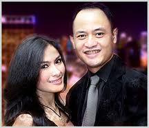 Iis menikah dengan Dadang Indrajaya