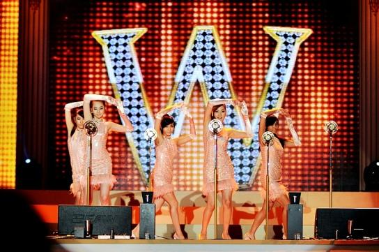 """Wonder Girls membawakan """"Nobody"""" di pembukaan BICHE 2008, Oktober 2008."""